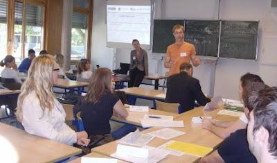 Pendidikan Politik (Pengertian, Fungsi, Bentuk dan Hambatan)