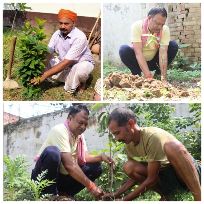 """पेड़ लगाओ प्रकृति बचाओ अभियान"" : प्रगति पर्यावरण संरक्षण ट्रस्ट ने किया पौधरोपण, बांटे पौधे"
