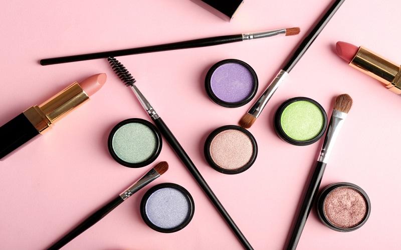 Asla Paylaşmamanız Gereken 6 Kozmetik Ürünü
