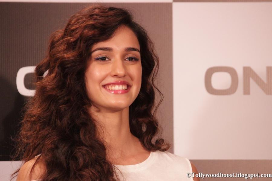 Indian Model Disha Patani Hot Face Close Up Stills