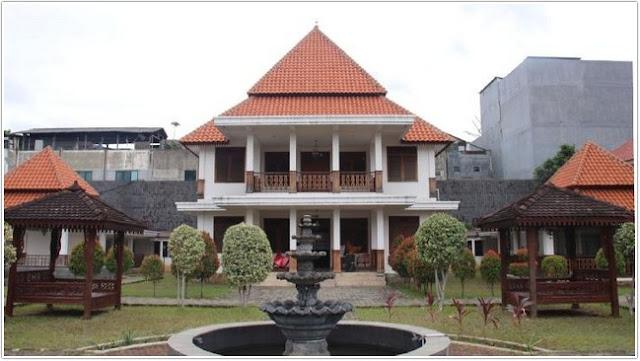 Taman Benyamin Sueb;Destinasi Wisata Jakarta