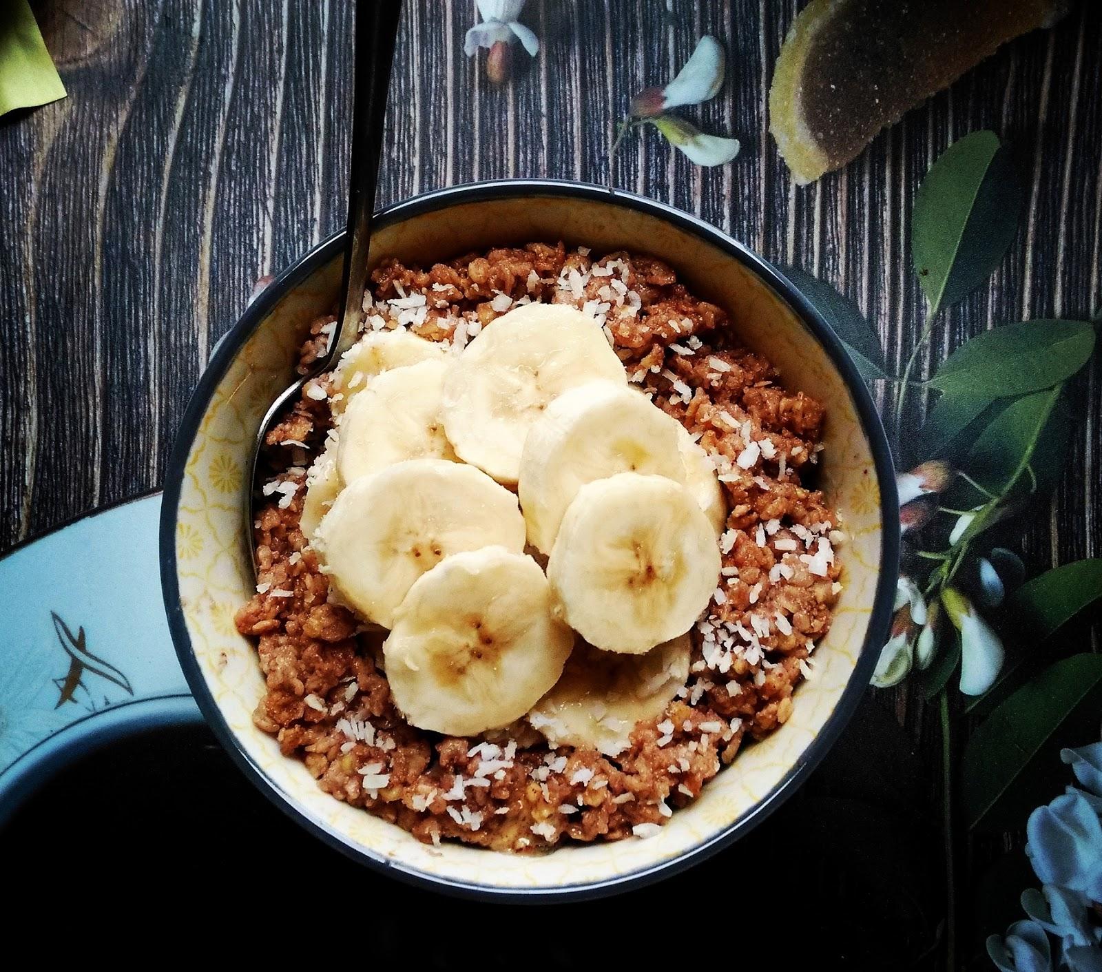 Jaglanka czekoladowo orzechowa z bananem