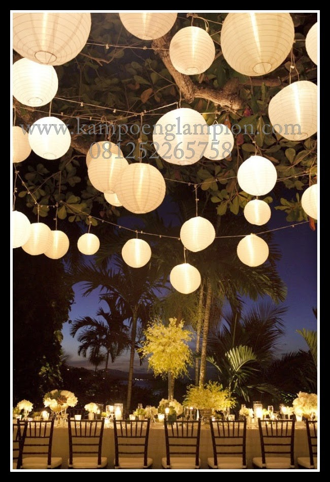 Trend : Lampion bola untuk Wedding Party