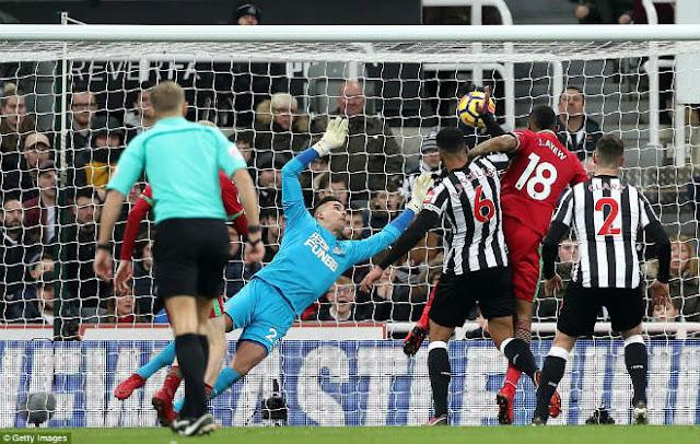 Video Newcastle - Swansea: 8 phút rượt đuổi hấp dẫn