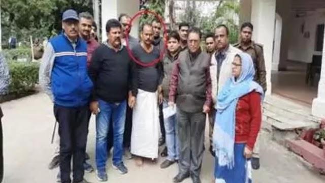 बिहार न्यूज़ इन हिंदी:भोजपुर में रिश्वत लेते हुए मुखिया गिरफ्तार