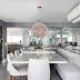 Sala de jantar integrada a cozinha com sofá e mosaico de madeira!