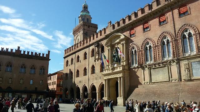 piazza Grande-piazza Maggiore-Bologna