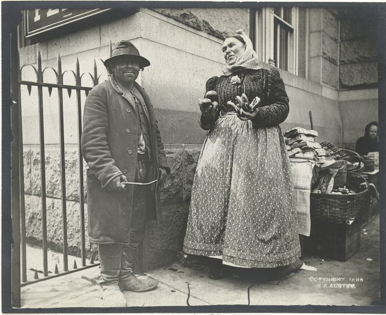 Amazing Vintage Photographs Of Street Scenes Of New York