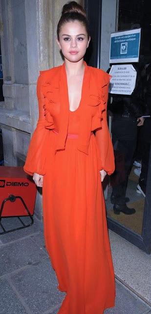 Street style Look do dia de Selena Gomez - Red maxi dress vestido comprido vermelho
