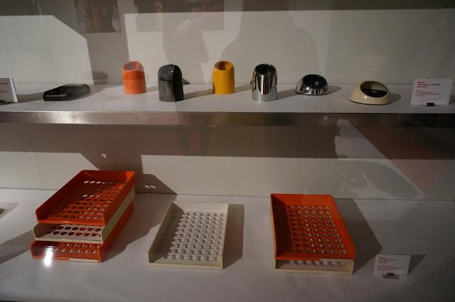 casier bloc note avec porte crayon - pot à crayon - cendriers  corbeille à courrier -   Art et Bureau    - Buysse - 1972 1973 Roger Tallon