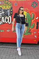 https://www.karyn.pl/2019/09/jeansowe-spodnie-i-czarny-top.html