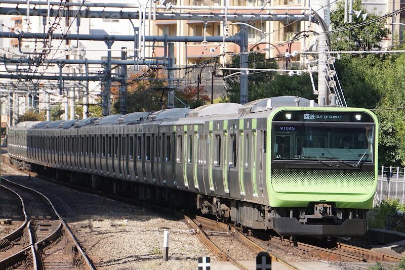 大崎駅に到着する回送列車