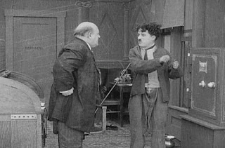 Кадр из фильма Чарли Чаплина The New Janitor (1914) - 6