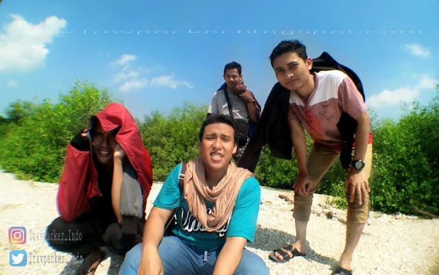 Mengenang kembali kebersamaan di pantai pasir putih benteng lodewijk