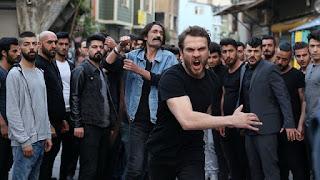çukurda çalan,Mehmet Güreli'nin seslendirdiği Kimse Bilmez şarkısının sözleri sitemizde yayınlanmıştır.
