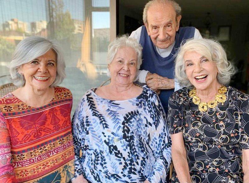 Gaby Hernández presenta a sus hermanas y a su cuñado