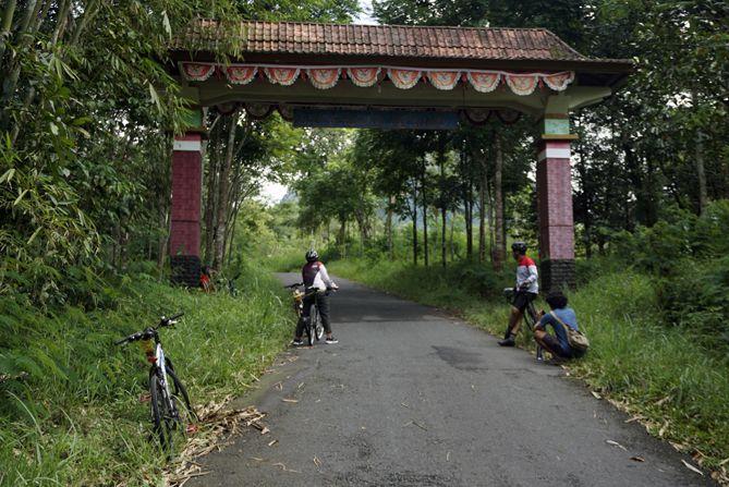 Gapura Dusun Turgo, Desa Purwobinangun, Pakem, Sleman