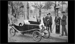 Gasolinera en Pl. Catalunya (Barcelona, 1924)
