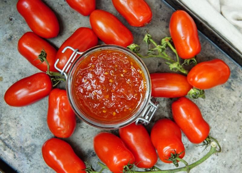 Vaniljainen tomaattihillo