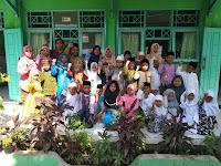 Pose Bersama Keluarga Besar MI Tashilul Mubtadiin dalam rangka Hari Sumpah Pemuda