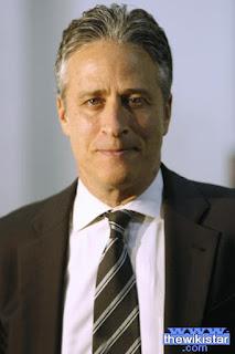 جون ستيوارت (Jon Stewart)، مذيع وممثل وكاتب امريكي يهودي