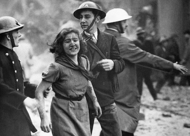 23 October 1940 worldwartwo.filminspector.com London Blitz rescued girl