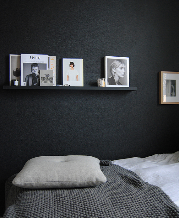 10 black painted walls to inspire you my paradissi for Bedroom ideas dark grey