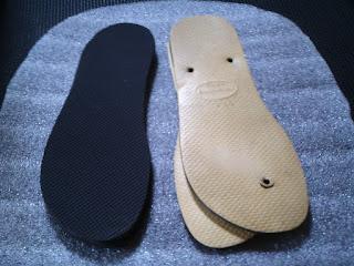 Sola de borracha preta para ser usada como sola de pantufa feltrada e sandalia havaiana como molde