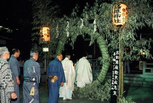 Chinowa-kuguri / Suijosai, at Torigoe-jinja Shrine, Yanagibashi Bridge, Sumida River, Taito-ku, Tokyo