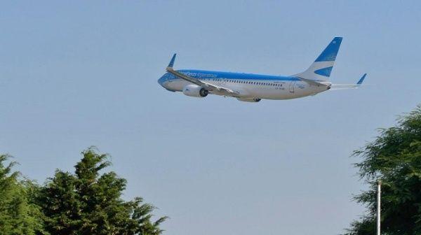 Argentina prohíbe vuelos comerciales por la Covid-19