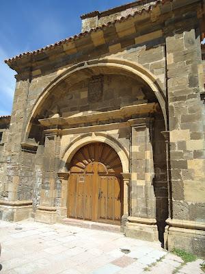 Portada Colegiata de Santa María de Arbas. Románico en el Camino del Salvador