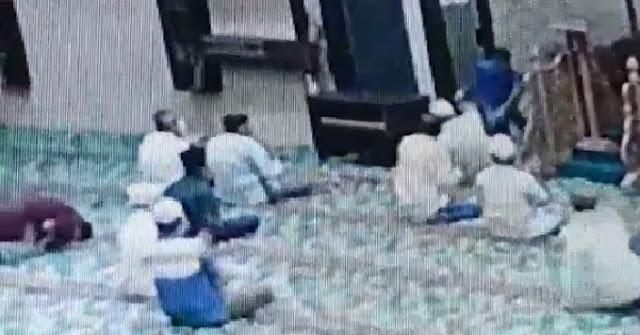 Imam Masjid Ditusuk Saat Zikir di Masjid Al Falah, Lihat Videonya