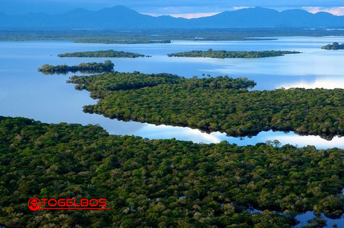 Deretan 10 Danau Terbesar di Indonesia