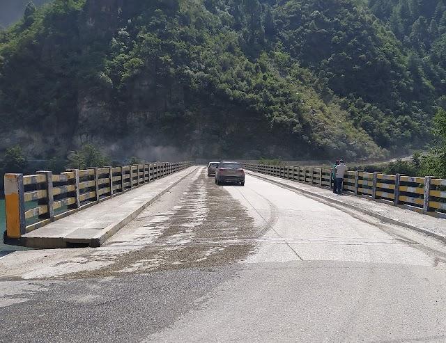 एनएचपीसी ने पुलों के निर्माण से केवल रास्ते ही नहीं रिश्ते भी जोड़े हैं