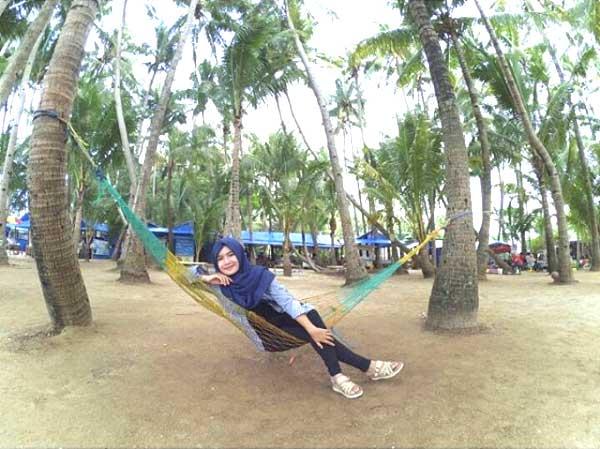 liburan keluarga di tuban, pantai menarik di Tuban, fasilitas dan harga tiket masuk pantai kelapa tuban