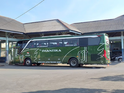 Foto Bus New Shantika Hijau