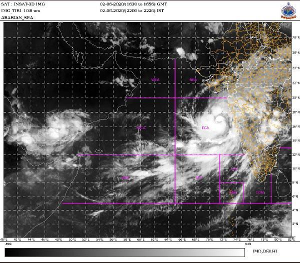 Cyclone Nisarga Highlights: चक्रवात मुंबई के तट से कल तकरागा, तेज़ हवा के साथ होगी वर्षा