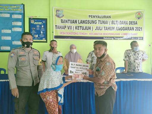 penyaluran BLT DD Tahap 7 Di Desa Sekotong Tengah (29/7/2021).