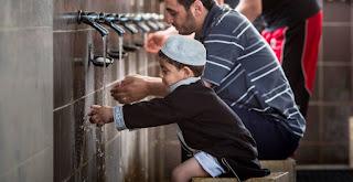 Trik membawa anak kecil ke masjid agar tidak gaduh