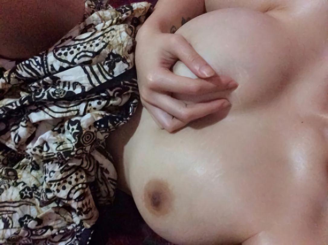 foto bugil cewek indo pamer toket gede kenyal. Gambar bokep cewek payudara gede lagi mandi sambil remas toket