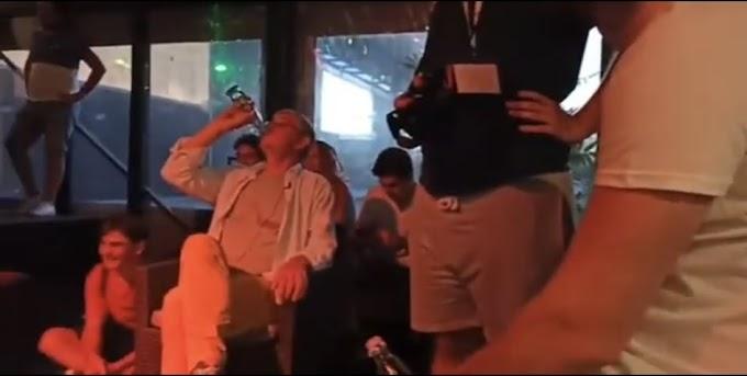 Feri kocsmázott a fiatalokkal: vizet ivott és megbeszélték, hogy Orbán hipnotizálja az embereket