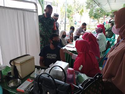 Vaksinasi Massal Di Kantor Koramil 07/JP, Kapten lnf Hendra Saputra : Gratis Dan Cukup Bawa KTP