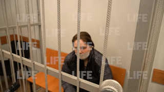 """""""Пыталась затушить, но кофточка уже сгорела"""": Сжёгшая сына заживо россиянка заплакала на суде"""