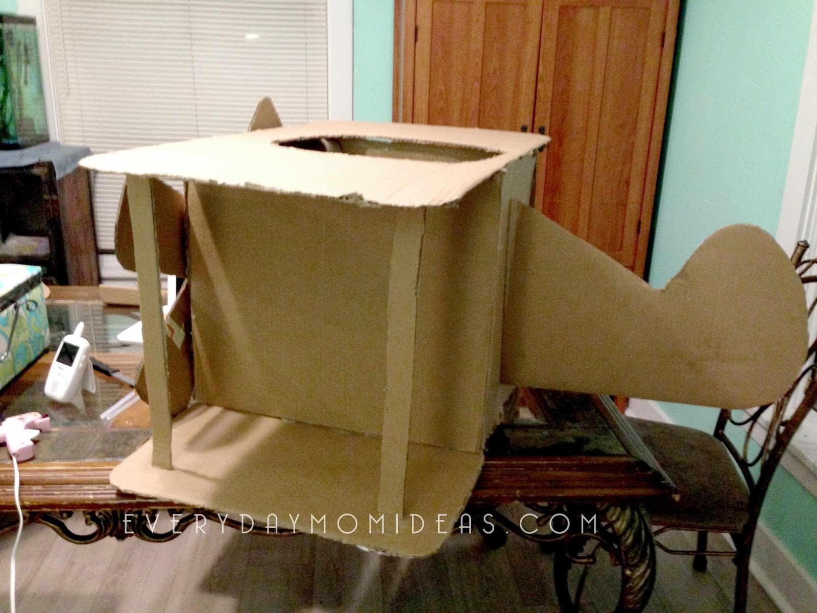 Diy Cardboard Airplane Costume Free Tutorial Everyday Mom Ideas
