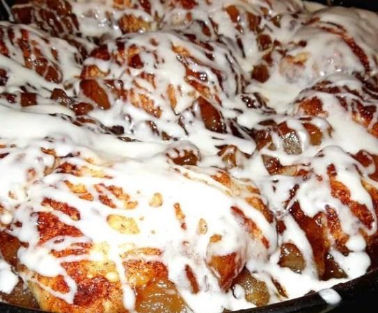 Skillet Apple Pie Biscuits #breakfast #desserts