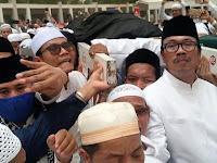 Kronologi Habib Rizieq Serobot Doa Di Pemakaman Mbah Moen?