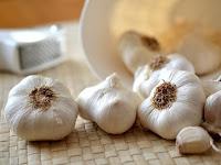 21 Manfaat Bawang Putih: Mencegah Kanker, Alzheimer, Hipertensi, Pilek dll
