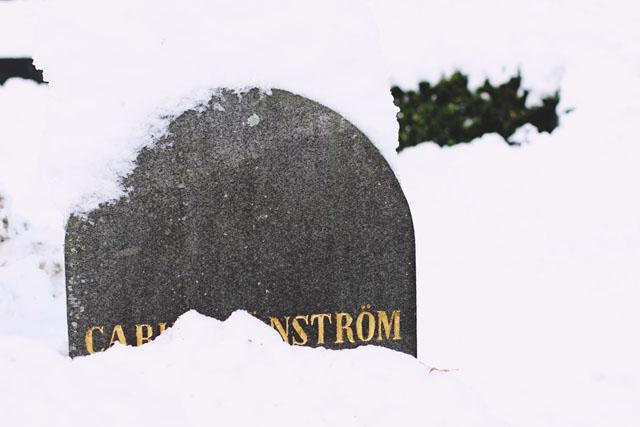 Headstone Grave Snow