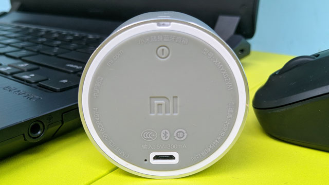 Xiaomi Mi Portable Bluetooth Speaker Tampak Bawah