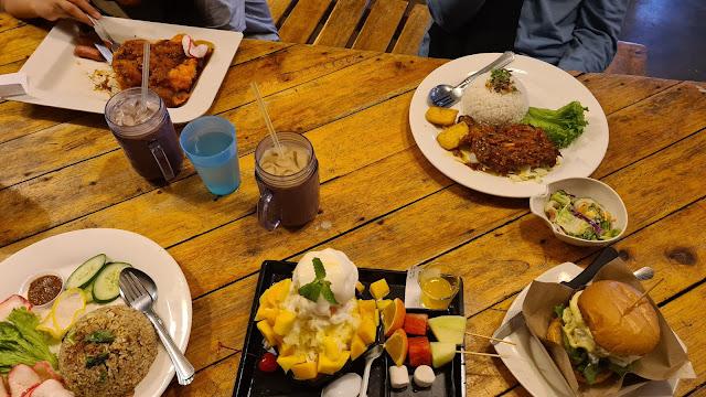 chillex concept cafe seri iskandar menu, makanan sedap di seri iskandar, menarik di seri iskandar, cafe seri iskandar, tempat makan tengahari di seri iskandar, nasi kerabu seri iskandar, nasi ayam seri iskandar, kambing bakar seri iskandar, chillex concept cafe seri iskandar, chillex concept cafe, chillex concept cafe bota perak, chillex concept cafe hours, makanan viral online, Double Patty Burger, chillex Double Patty Burger, ABC viral, ABC Mango Delight, ABC Chocolate Strawberry, chillex  ABC Mango Delight, chillex  ABC Chocolate Strawberry, burger viral,